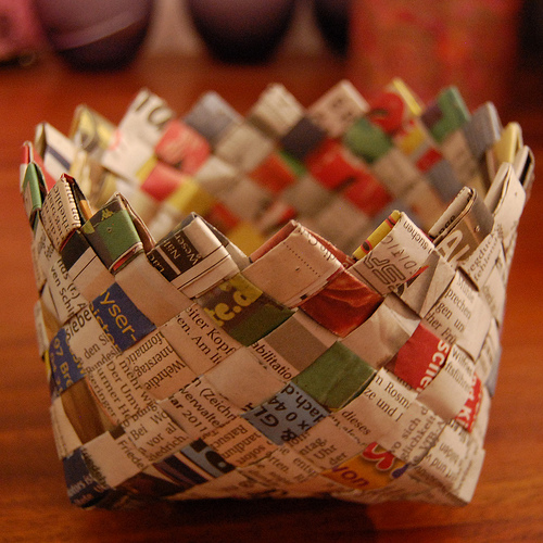 Handicraft Newspaper Basket : Making baskets with newspaper images