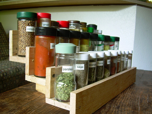 how to build a spice rack out of pallets