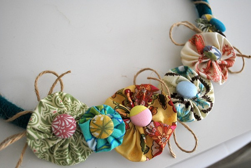 How To Make Fabric Flowers 7 Easy No Sew Tutorials Featured On Living Locurto